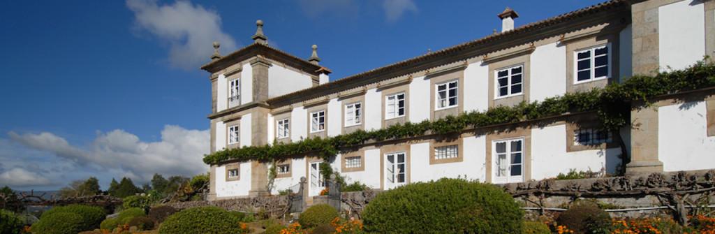 fachada_paco_calheiros-turismo-habitacao-rural-3-e1399509093501-1024x335